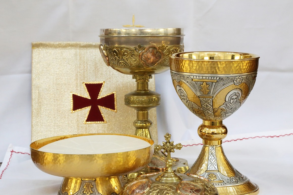 Eucharist: Seeing my reflection in an expectedly unexpected place. Daily Graces at dailygraces.net